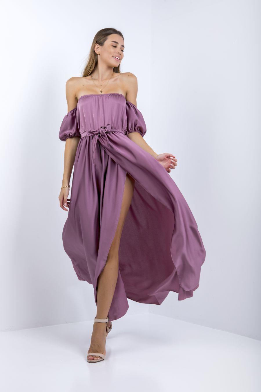 Φόρεμα τύπου σατέν με ακάλυπτους ώμους